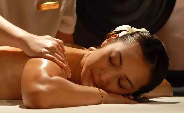 woman receiving swedish massage