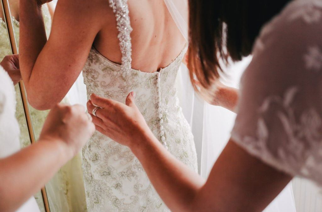 Best Tahoe Beach Weddings (and Beach Wedding Dresses to Wear at Yours)
